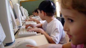 FOTO: Děti u počítače