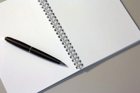 FOTO: zápisník, pero