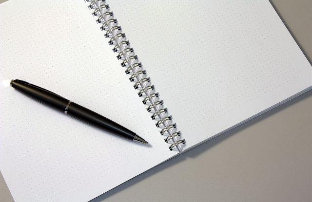 FOTO: Pero a zápisník