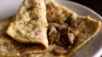 FOTO: Vaječná omeleta s houbami