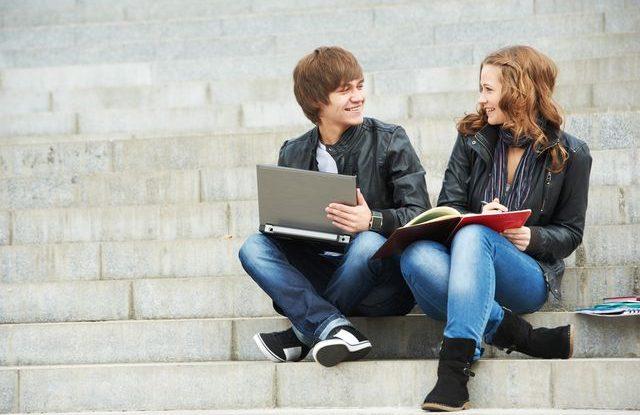 FOTO: Studenti na schodech
