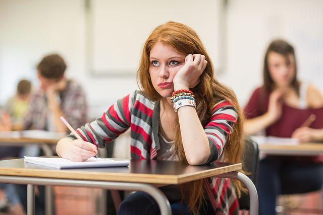 FOTO: Nuda ve škole, studentka