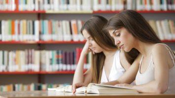 cteni-studenti-knihy-knihovna