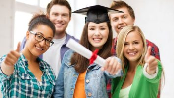 zkratka dis student-absolvent-promoce