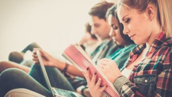 Studium VŠ od února, studenti
