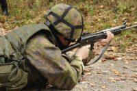 jak-se-dostat-do-armady-vojak-pistole