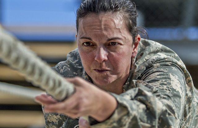 jak se dostat na univerzitu obrany-vojak-trenink