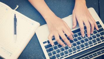 Jak se naučit psát všemi deseti prsty